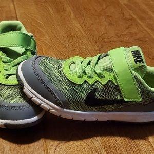 Boys Nike flex experience 4 size 12c